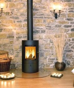 Wood burning tips stove ideas Wood Burner Fireplace, Fireplace Stone, Wood Burning Tips, Standing Fireplace, Deco Luminaire, O Gas, Into The Woods, Up House, House Extensions