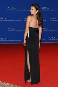 Um Nina Dobrev looks so stunning!