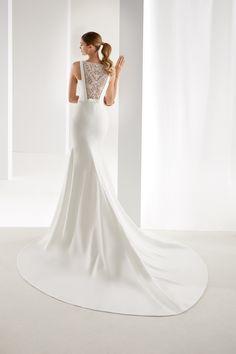 AUAB19900 - Aurora 2019 Collection Elegant ivory mermaid dress made of  cady. Its precious beading 6e82fdc0e02b