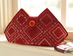 With a little bit of wool felt and the decorative stitches on your sewing machine, you can create an embroidered Clutch, Card Holder, and Accessory/Phone Pouch.  Go ahead and play with all the fun stitches you've been ignoring! Cleverly Stitched Cases