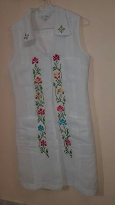 Vestido guayabera con punto de cruz by Leila Fashion Vocabulary, Diy Crafts, Style Inspiration, Embroidery, Sewing, Crochet, Cotton, Women, Embroidery Dress