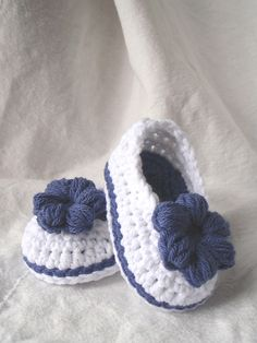 Mary Jane 'Skimmers', baby booties. Pattern from Ravelry