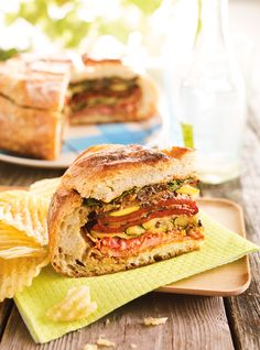 Muffuletta à partager Potluck Recipes, Soup Recipes, Cooking Recipes, Potluck Food, Dinner Recipes, Picnic Sandwiches, Wrap Sandwiches, Muffuletta Sandwich, Soup And Sandwich