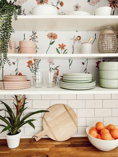 Urban Outfitters Home on This peek-a-boo removable wallpaper via ezzwilson is the ultimate kitchen inspo Deco Design, Design Room, Layout Design, Interior Design, Interior Plants, Design Ideas, Kitchen Set Up, Boho Kitchen, Kitchen Storage