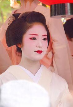 geisha Kyoto, Geisha Art, Traditional Japanese Art, Japanese Costume, Beautiful Japanese Girl, Japanese Characters, Japanese Geisha, Painting Of Girl, Japan Art
