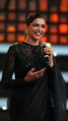 Deepika Padukone in black saree IndianHomeMadeFood - Saree Styles Deepika Padukone Saree, Saree Designs Party Wear, Designer Sarees Wedding, Sari Blouse Designs, Blouse Patterns, Stylish Blouse Design, Saree Trends, Black Saree, Stylish Sarees