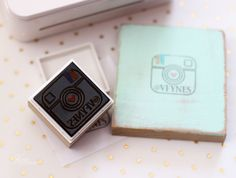 Learn the basic process of making custom stamps with the Silhouette Mint. Full how to use the Silhouette Mint tutorial. Silhouette Family, Silhouette Mint, Silhouette Curio, Dingbat Fonts, Stamp Making, Custom Stamps, Silhouette Projects, Fun Crafts, Create Yourself