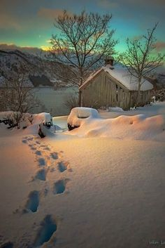 Winterlicht Norway, reminds me of a Maxfield Parrish sky Tips For Buying A Water Heater Article Body Winter Magic, Winter Snow, Winter Walk, Winter White, Beautiful World, Beautiful Places, Beautiful Norway, Beautiful Sky, Winter Scenery