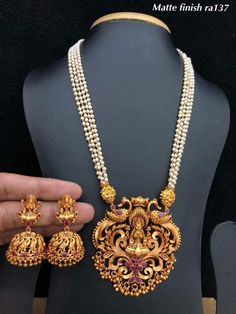 Gold Jewellery Design, Gold Jewelry, Pearl Jewelry, Indian Wedding Jewelry, Bridal Jewelry, Pearl Necklace Designs, Gold Necklace, Gold Pendent, Fashion Jewelry