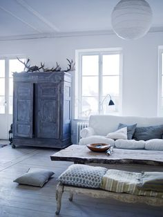 Rustic coffee table and striped pillows.