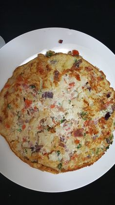 Une excellente omelette que Mathin vous propose dans le vidéo ci-joint! Omelette, Quiche, Breakfast, Food, Pizza With Egg, Kitchens, Morning Coffee, Omelet, Essen