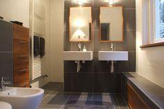 luxe badkamer met houtaccenten