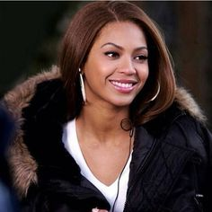 """105 Me gusta, 1 comentarios - Beyoncé Giselle Knowles-Carter (@beybumble) en Instagram: """"Cold days are comin now in Germany so I need my winter jacket @beyonce #beyoncé"""""""