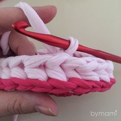 Lige bund med syeffekt | Bymami Crochet Home, Knit Crochet, Diy Clothes, Purses And Bags, Diy And Crafts, Crochet Patterns, Basket, Quilts, Knitting