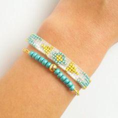 Bracelet manchette tissé en perles miyuki delicas - bleu / blanc / doré