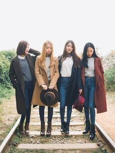 2016 Korean Spring Look Outfit Inspirations  http://www.ferbena.com/2016-korean-spring-look-outfit-inspirations.html