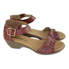 #Sandalias con mini cuña de 3 centímetros de altura, fabricadas con materiales de piel, con corte con detalles de arrugado, pulsera tobillera de hebilla regulable para facilitar el calce y ajuste del pie de la marca SERGIOTTI.