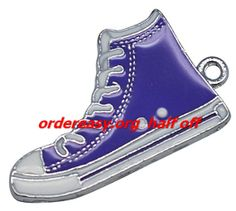 cheap converse all star shoes I want these and Tiffany blue Converse! - Click image to find more shoes posts Tiffany Blue Converse, Blue Converse Shoes, Cheap Converse, Converse Style, Converse All Star, Converse Chuck Taylor, Top Shoes, Me Too Shoes, All Star Shoes