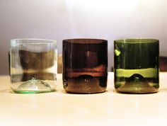 Gläser aus Flaschen! Stell' dein persönliches Set aus individuellen upcycling Gläsern zusammen. Egal ob als Trinkglas, Vase, mit etwas Sand als Windlicht oder als Becher für Stifte, Zahnbürste oder umgedreht als Eierbecher, … Das perfekte Geschenk für Dich und Deine Freunde!