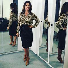 "Susanna Reid on Instagram: ""WEDNESDAY! Shirt @hm Skirt & heels @zara"" Susannah Reid, Professional Headshots Women, Black Leather Pencil Skirt, Classic Style Women, Sexy Older Women, Sexy Skirt, Office Fashion, Dresses For Work, Work Outfits"