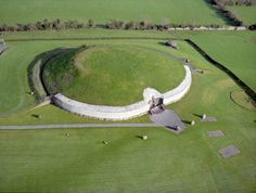 Read about this place-I want to go!!!! >> Newgrange, Ireland