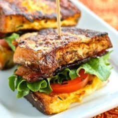 Savory French Toast BLTs 32 Delicious Ways To Use Rotisserie Chicken Breakfast Desayunos, Breakfast Recipes, Tomato Breakfast, Brunch Recipes, Brunch Menu, Vegetarian Breakfast, Vegan Vegetarian, Savoury French Toast, French Toast Sandwich