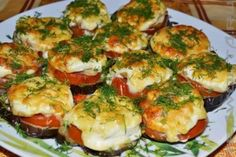 Baked eggplants with minced meat under tomato sauce Crusted Chicken, Crispy Chicken, Baked Eggplant Recipes, Pickled Eggplant, Instant Potatoes, Tomato And Cheese, Best Side Dishes, Secret Recipe, Stuffed Green Peppers