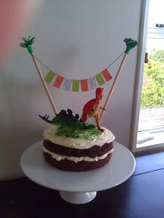 JADA: Dinosaur Birthday cake for Mr 8