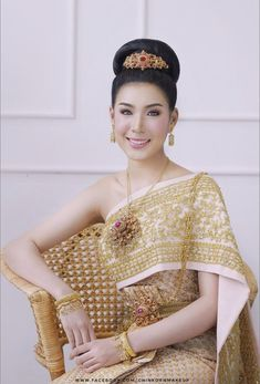 Thailand National Costume, Thailand Costume, Thai Traditional Dress, Traditional Outfits, Thai Wedding Dress, Wedding Dresses, Thai Dress, Thai Style, Night Gown