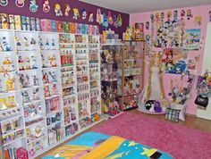 This list of the most advanced, smart, and innovative video game room ideas will guide you to find a design that matches your budget planning. Remember that each ideas will have different budget depends on the size, accessories, and of course the rig. Sailor Moon, Deco Gamer, Japan Room, Hello Kitty House, Otaku Anime, Kawaii Bedroom, Cute Room Ideas, Video Game Rooms, Room Goals