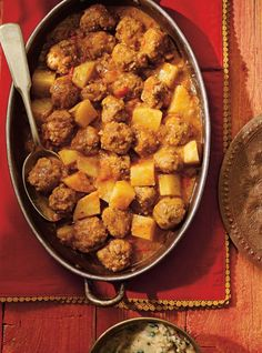 Ricardo& recipe: Meatball Curry with Coconut Milk Haitian Food Recipes, Baby Food Recipes, Indian Food Recipes, Dinner Recipes, Cooking With Coconut Milk, Coconut Milk Soup, Coconut Oil, Beef Recepies, Recipies