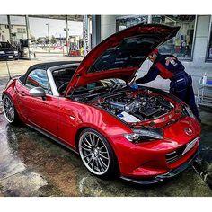 Mazda MX-5 (Miata, Roadster)