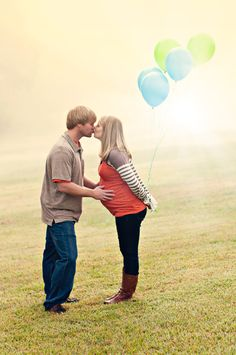 Maternity/gender reveal photo. Absolutely love this with the colored balloons! Use blue for boy, pink for girl.