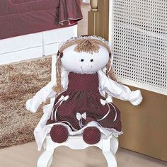 O Porta Fraldas Boneca Glamour é uma lindíssima boneca para caprichar na decoração do quarto, além de um porta fraldas para manter todas as fraldinhas do bebê organizadas! Produto de qualidade, bom gosto e elegância que dará um toque especial e feminino!