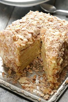 Napoleon - Gâteau russe feuilleté à la crème mousseline vanille                                                                                                                                                                                 Plus