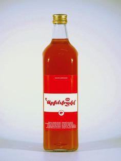 Apfelstrudelschnaps | HilkerEin Hauch von Zimt und die volle Süße von Äpfeln. Die beliebte alpenländische Mehlspeise Apfelstrudel gibt es seit Oktober 2010 auch in flüssiger Form.