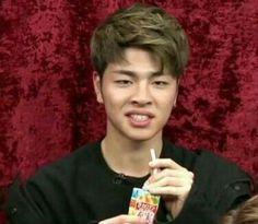 Jun-e's face never stops amusing me Funny Kpop Memes, Bts Memes, K Pop, Ikon Member, Yg Artist, Koo Jun Hoe, Kim Jinhwan, Ikon Kpop, Ugly Faces