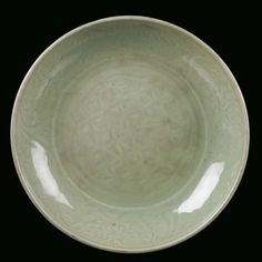 A Longquan Celadon porcelain plate, China, Ming Dynasty, 16th century. Photo Cambi Casa dAste