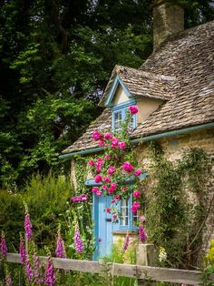 16 Gardener's Cottage (Widford, Cotswolds, England) by Bob Radlinski Fairytale Cottage, Storybook Cottage, Romantic Cottage, Garden Cottage, Storybook Homes, Romantic Homes, Romantic Getaway, Cute Cottage, Shabby Cottage