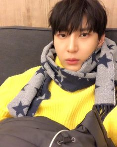 Task soon aka Leo of Vixx relaxing and looking cute Pink Fuzzy Sweater, Lee Hong Bin, Ravi Vixx, Jung Taekwoon, Jellyfish Entertainment, No Way Out, Leo Lion, Shared Folder, Korean Entertainment