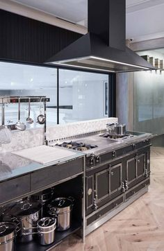 La Cornue - Inspiration Studio La Cornue, Range Cooker, Cookers, Dream Rooms, Showroom, Kitchen Design, Home Improvement, Kitchen Appliances, Goals