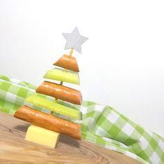 Kerstboomspies school, lekker voor iedereen en makkelijk mee te nemen. https://dekinderkookshop.nl/recepten-voor-kinderen/kerstboomspies-school/