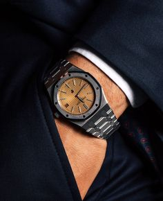 Thin proportions and a pink gold-toned dial make this iteration of the Audemars Piguet Royal Oak Audemars Piguet Gold, Audemars Piguet Diver, Audemars Piguet Watches, White Watches For Men, Luxury Watches For Men, Cool Watches, Men's Watches, Ap Royal Oak, Rolex Submariner Black