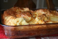 Recipe Shoebox: Popover Upside Down Pizza. Looks yummy and I bet all the men in this house would eat it up! I Love Food, Good Food, Yummy Food, Calzone, Stromboli, Great Recipes, Favorite Recipes, Dinner Recipes, Yummy Recipes