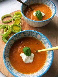 Tomatensoep - Tasty Food SoMe Tasty, Yummy Food, Gazpacho, Thai Red Curry, Bbq, Healthy Recipes, Healthy Food, Ethnic Recipes, Desserts