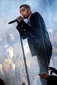 Zayn Malik ❥  performs onstage at the iHeartRadio Music Awards which broadcasted live on TBS, TNT, AND TRUTV from The Forum on April 3, 2016 in Inglewood, California. #Zayn Malik