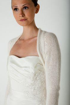 Bolero Jacke für die Braut Angora von Bee Mohr Strick Braut Bolero auf DaWanda.com 120 eur - evtl auf anfrage auch in 3/4 arm?