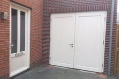 Houten Deuren Nederland | Referenties houten garagedeuren.  In Borne provincie Overijssel model Hannover wit RAL9001