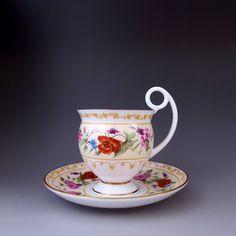 ロイヤル・ウースター社の、エレガントなハンドルが特徴のカップ&ソーサーです。       ↓ http://eikokuantiques.com/?pid=89524500   #英国アンティークス #アンティーク #カップ #ロイヤルウースター