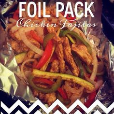 Foil Pack Chicken Fajitas! Super easy and VERY healthy! Just chicken, veggies, spices and lime juice - bake in a foil pack for 25 minutes. YUM! #healthy #cleaneating